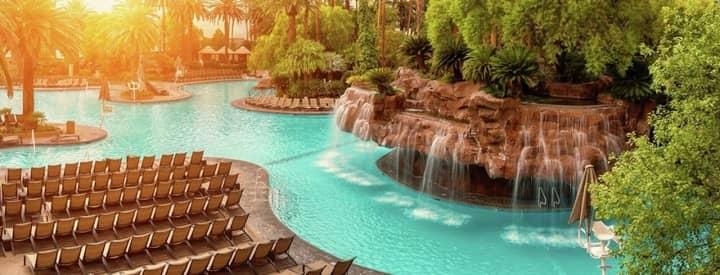 mirage pool in las vegas