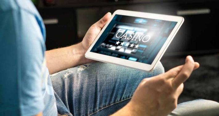 Live-Casinos-vs-Online-Destinations