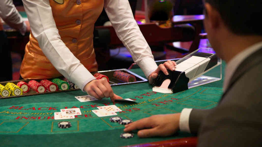 What You Need To Know About Live Dealer Casino Games