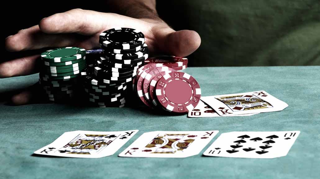 Pros and cons of playing poker