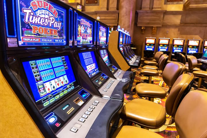 Betting in Regular and Video Poker