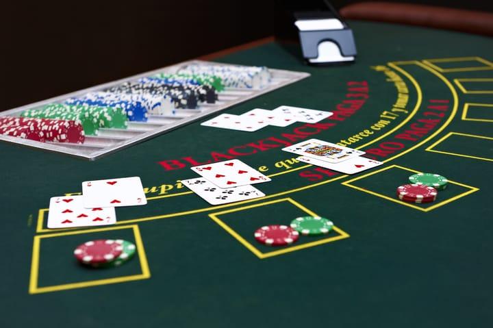 Blackjack and poker similarities