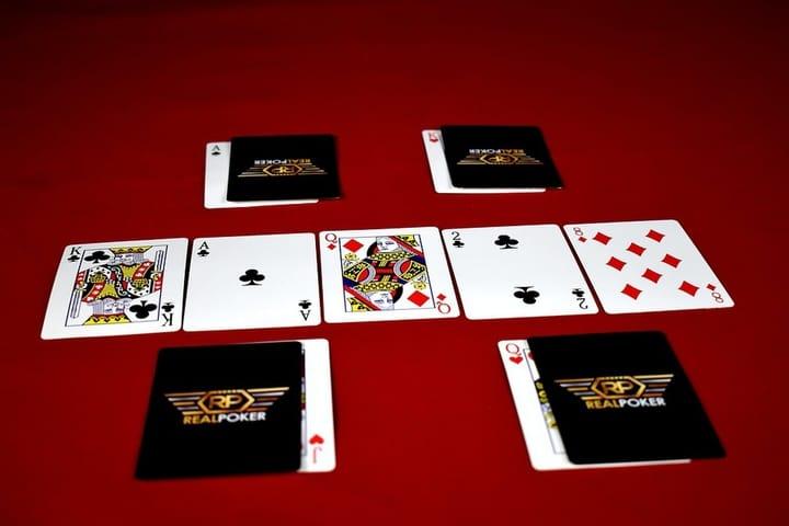 Card games for 2 James Bond
