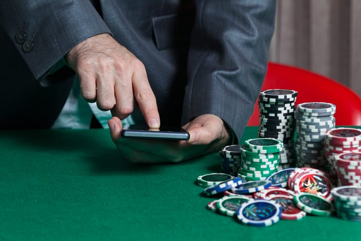 Learning poker math with play money