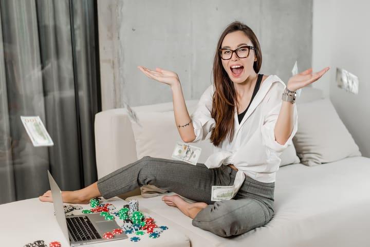 Play money poker advantages