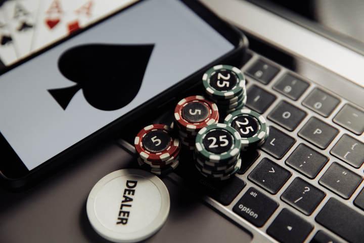 Advantages of Bitcon poker casinos