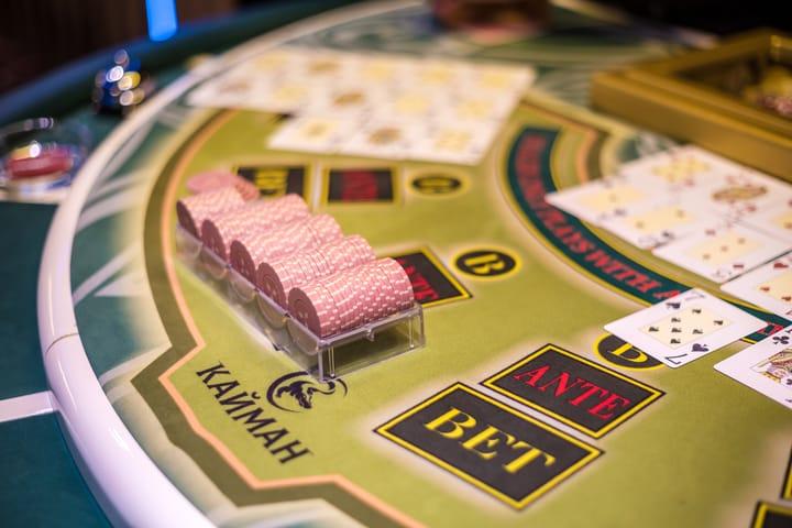 Nikmati variasi poker kasino langsung yang berbeda