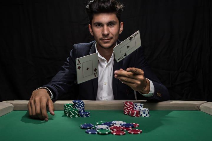 Dasar-dasar rentang GTO Poker