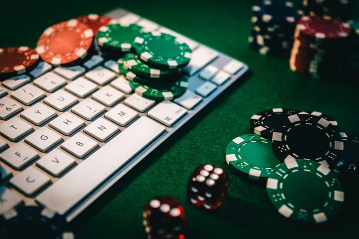 Online casino poker tips - get comfortable with online poker