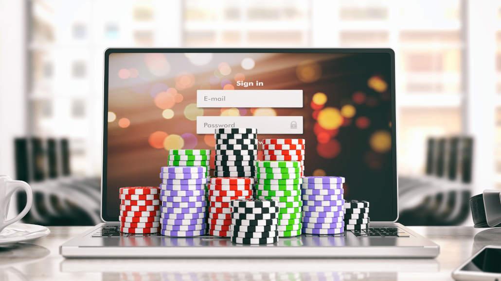 Reasons to avoid play money poker