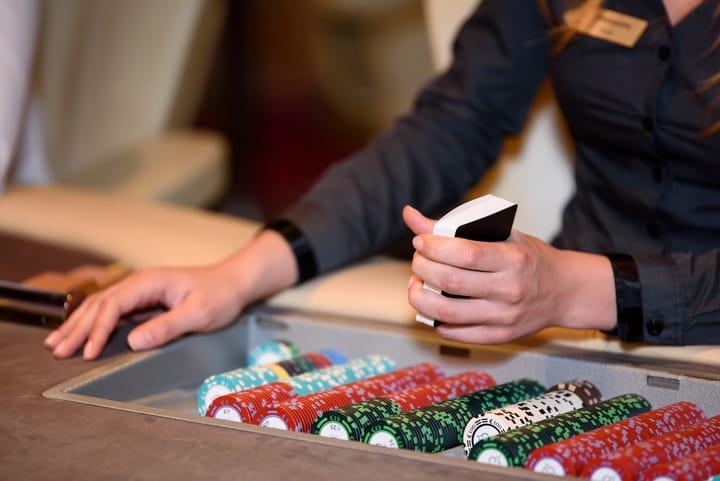 Take breaks during longer poker sessions