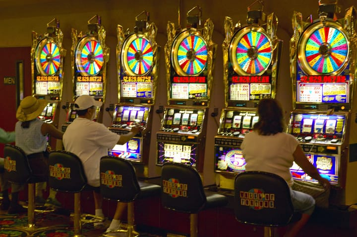 Try your luck with jackpot slots