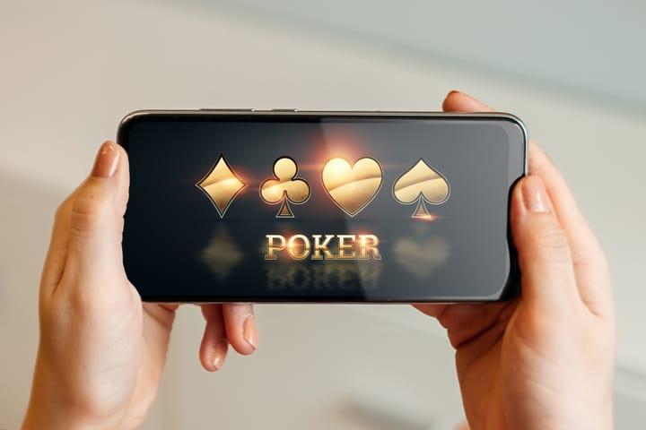 Keuntungan aplikasi poker dibandingkan permainan langsung