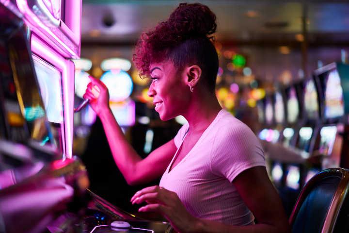 Casinos offer rewarding jackpots
