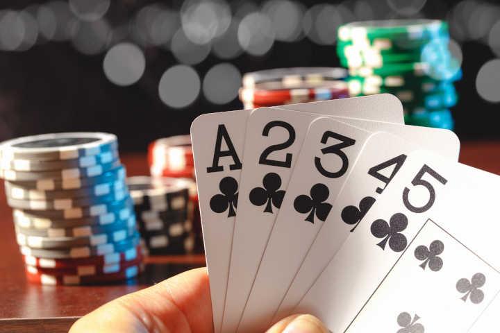 Mempelajari peringkat tangan poker