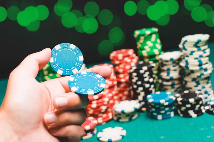 Chip poker diperkenalkan pada tahun 1900-an