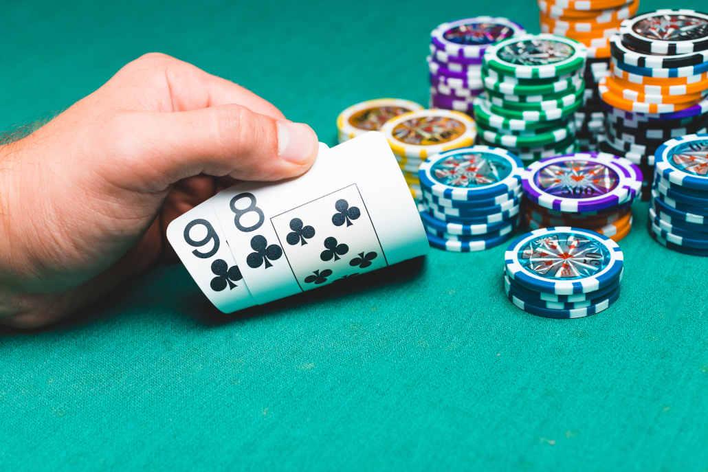 Online poker hands adjustments