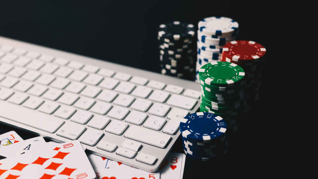 Private online poker tables