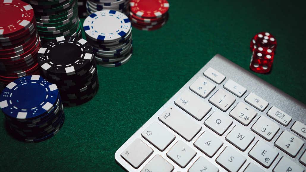 eSports and poker common traits